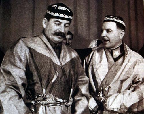 stalin_voroshilov_uzbek costume_1935.jpg