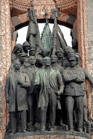 Cumhuriyet Aniti_Taksim_1928.jpg